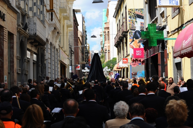 A_religious_procession_in_the_streets_of_Santa_Cruz_de_Tenerife._Tenerife,_Canary_Islands,_Spain,_Southwestern_Europe.jpg